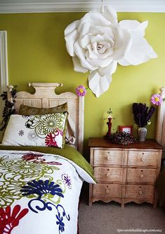 Lose that big rose on the wall and this is a beautiful room I could live in!