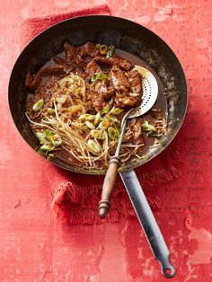 Beef with onions - asiatische Küche - Dinner Recipes Greek Recipes, Asian Recipes, Ethnic Recipes, Healthy Eating Tips, Healthy Nutrition, Greek Diet, Pasta Cremosa, A Food, Food And Drink