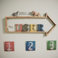 端材で出来る!矢印の形の棚を作って子ども部屋を可愛くディスプレイ!|LIMIA (リミア)