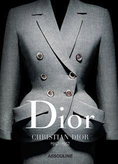You can never have enough Dior books! Christian Dior celebrates its anniversary by publishing a superb anthology composed of seven volumes dedicated to the seven couturiers who have piloted the Parisian luxury house si. Dior Vintage, Moda Vintage, Vintage Mode, Vintage Fashion, Vintage Hats, 1950s Fashion, Victorian Fashion, Dior Fashion, Fashion Books