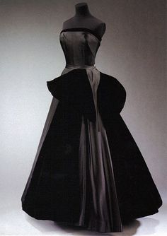 """Cygne Noir"" (Black Swan) evening dress by Christian Dior. From Paris 1949-1950"