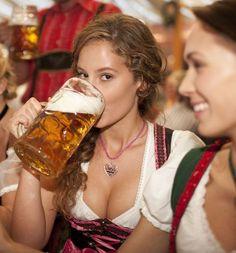 Bier Frauen hast undt largeren-thandt-lifen bieren in Biggun Beer Mug-un!