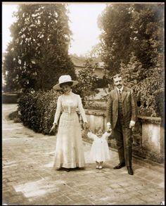 Le photographe Henri Cartier-Bresson, avec sa famille, en 1908