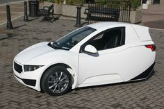 The 3-wheeled electric Solo is so thin it's barely a car
