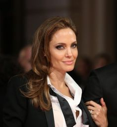 Beautiful natural makeup, Angelina Jolie @ The Baftas 2014.