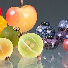 Realistic, heirloom quality glass art jewelry and glass sculptures featuring fruit, berries, flowers and leaves. Art Of Glass, Glass Paperweights, Modern Glass, Mosaic Glass, Stained Glass, Murano Glass, Lampwork Beads, Colored Glass, Krystal