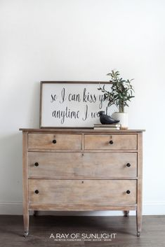 DIY Weathered Wood Dresser Decorating on a budget? Check out this weathered wood dresser makeover DIY project. This before and after transformation is inspiring and easy to do. A perfect project if you love vintage, farmhouse or country decor . Antique Bedroom Furniture, Farmhouse Furniture, Rustic Furniture, Painted Furniture, Modern Furniture, Furniture Design, Cheap Furniture, Furniture Ideas, Discount Furniture
