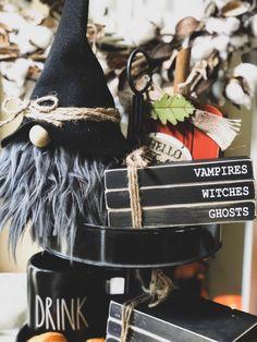 the best Halloween costumes Dollar Tree Halloween, Dollar Tree Christmas, Halloween Books, Cool Halloween Costumes, Halloween Projects, Fall Halloween, Halloween Decorations, Halloween Stuff, Autumn Decorations