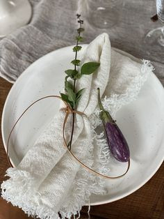 today on eye-swoon.com Green Eggplant, Outdoor Table Tops, People Pleaser, Beautiful Table Settings, Vogue Living, Fresh Herbs, Summer Recipes, Tablescapes, Stuffed Peppers