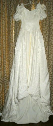 """SOLD! Vintage Embossed Ivory Wedding Gown Size Small Fits to 33"""" Bust Free Shipping Price:US $36.99"""