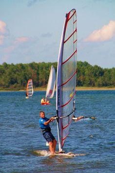 Planche à voile sur le lac