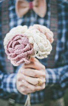 Fleurs du marié en tricot - photo: Infraordinario - fleurs: Il Profumo dei Fiori #fleurs #flowers