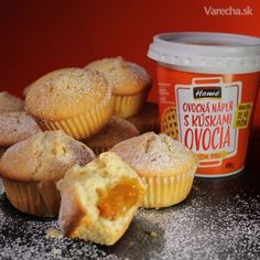 Jogurtové muffiny s ovocnou náplňou (videorecept) Food Hacks, Food Tips, Ham, Cookies, Baking, Healthy, Breakfast, Basket, Crack Crackers