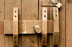 diy door latches for barn doors Wooden Hinges, Wooden Sliding Doors, Old Wooden Doors, Wooden Door Hangers, Old Doors, Wooden Diy, Entry Doors, Patio Doors, Barn Door Latch