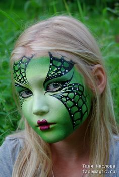 We love this fierce Halloween look by Tanya! Takes a little skill, but not impossible if you go slow. Witch Face Paint, Doll Face Paint, Face Paint Makeup, Doll Painting, Painting For Kids, Face Painting Tutorials, Face Painting Designs, Halloween Make Up, Halloween Face Makeup