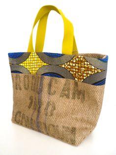 grand cabas en sac de café recyclé, wax bleu et jaune, passepoil jaune