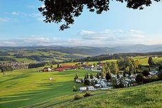 Wer die 450 Kilometer lange Deutsche Alpenstraße richtig genießen will, der sollte sich viel Zeit nehmen: Allein 25 Burgen, Schlösser und Klöster liegen am Wegesrand, dazu weitere Attraktionen.