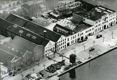 """Datering (vanaf): 1951-01-01 Beschrijving: De panden van de N.V.Verf-Vernis- en Oliefabriek """"Veveo"""" aan de Willemskade."""