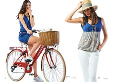 """Modelo Esquerda: Vestido (ref.: VTV1651)  Modelo Direita: Top (ref.: TPV1653) Calça marca """"Lois"""""""