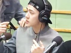 a closer ver. of baekhyun kissing sehun + sehun's cute reaction
