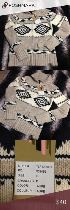 Tribal designed Zip-up Sweater NWT Tribal patterned zip-up sweater. NWT Not Free Peolw but marked as such because similar in style and for exposure. Size: small but could fit a smaller medium or an X-Small. Perfect for a gift or to wear for the remainder of the cold season🎄🌨 🚫NO Trades Free People Sweaters Cardigans