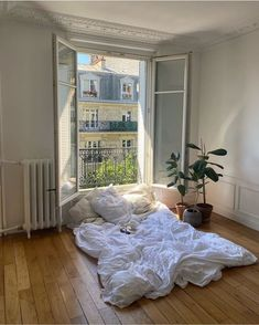 bedroom vibes for sure. Dream Rooms, Dream Bedroom, Bedroom Wall, Bedroom Decor, Bedroom Ideas, Master Bedroom, Aesthetic Bedroom, White Aesthetic, Home Interior