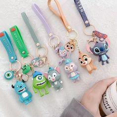 Disney Keychain, Cute Keychain, Glace Unicorn, Beaded Bracelet Patterns, Beaded Bracelets, Cool Pencil Cases, Monsters Inc University, Disney Monsters, Mike Wazowski
