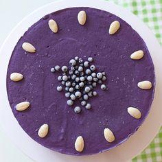 Denne herlige og sunne kaken består av helt rå, naturlige og ubehandlede ingredienser, og den skal altså ikke stekes. Den er helt fri for melk, sukker, egg og gluten som ellers er vanlige ingredienser i en kake. Perfekt for deg …