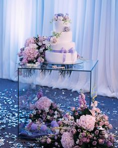 ➖Rent➖ ▪️Стіл скляний прозорий. ▪️1200 грн. #rentdecor_uzh #weddingdecor
