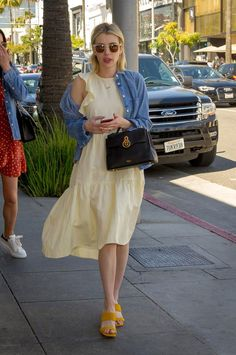Emma Roberts spotted shopping in Beverly Hills on March 17 2018 in Beverly Hills California Star Fashion, Look Fashion, Fashion Outfits, Fashion Tips, Fashion Women, High Fashion, Cheap Fashion, Fashion Styles, Cute Summer Outfits