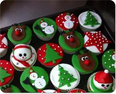 Tasty snack for after Christmas dinner - Christmas cupcakes! Tasty snack for after Christmas dinner - Xmas Food, Christmas Sweets, Christmas Cooking, Noel Christmas, Christmas Goodies, Christmas Cupcake Toppers, Christmas Cupcakes Decoration, Holiday Cupcakes, Holiday Treats