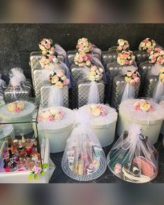 Bridal Gift Wrapping Ideas, Wedding Gift Baskets, Wedding Gift Boxes, Creative Gift Wrapping, Desi Wedding Decor, Wedding Favours Luxury, Indian Wedding Decorations, Graduation Party Desserts, Diy Aromatherapy Candles
