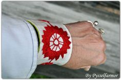 my embroidered bracelet in Järvsösöm