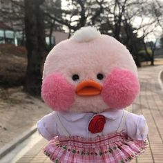 ❁ I think I Just found the cutest thing on earth ❁ Pinterest Mexico, Minions, Desu Desu, Duck Toy, Cute Chickens, Kawaii Plush, Baby Ducks, Line Friends, Pink Aesthetic