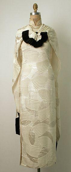 evening cheongsam via The Costume Institute of the Metropolitan Museum of Art 1930s Fashion, Retro Fashion, Vintage Fashion, Vintage Style, Vintage Dresses 1960s, Vintage Outfits, Corset, Art Deco, Vogue