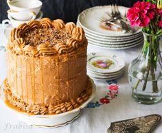 """Layer Cake """"Ferrero Rocher"""" - La Cocina de Frabisa La Cocina de Frabisa Ferrero Rocher, Pastel Cakes, Dessert Recipes, Desserts, Vanilla Cake, Sweet Recipes, Tiramisu, Layers, Pudding"""