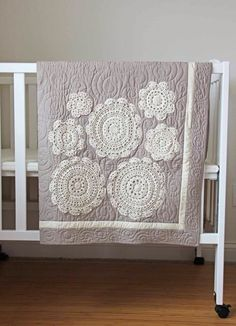 Love this quilt! And the actual quilting goes so well with the doilies. How cute would this be with some of her ombre fabric? Love this quilt! And the actual quilting goes so well with the doilies. How cute would this be with some of her ombre fabric? Doilies Crafts, Crochet Doilies, Lace Doilies, Framed Doilies, Crochet Appliques, Crochet Squares, Crochet Gifts, Crochet Ideas, Crochet Baby