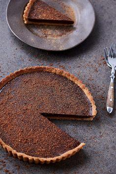 This Grain-free Dark Chocolate Pumpkin Tart is the perfect paleo-friendly, gluten-free, vegan dessert. Great for the holidays! Gluten Free Treats, Paleo Treats, Gluten Free Cakes, Gluten Free Baking, Gluten Free Desserts, Vegan Desserts, Healthier Desserts, Gluten Free Thanksgiving, Gluten Free Pumpkin