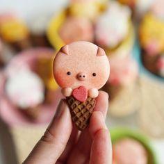 Melly Eats World (M.E.W.)さんはInstagramを利用しています:「World's smallest (piggy) ice cream cone! . . #macarons #マカロン #馬卡龍 #可愛い #甜點 #手作りお菓子 #クッキー #icecreamcone #icecream #macarons #imisssummer…」