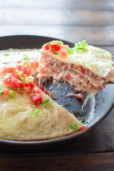 Filled with delicious Corned Beef Hash, fresh tomatoes and mozzarella cheese - this Easy Taco Pie makes a great breakfast or lunch! ❤ COOKTORIA.COM