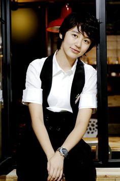 Yoon Eun-hye as Go Eun-chan from the K-drama Coffee Prince. Korean Actresses, Korean Actors, Actors & Actresses, Korean Star, Korean Girl, Asian Girl, Kdrama, Blue And White Jeans, Princess Hours