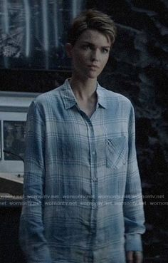Kate's white and blue plaid shirt on Batwoman Plaid Shirt Women, Plaid Shirts, Denim Button Up, Button Up Shirts, Batwoman, Other Outfits, Ruby Rose, Androgyny, Blue Plaid
