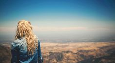 Vielleicht fällt man auch nur hin, damit man die Richtung wechseln kann und der neue Weg sich als ein Segen erweist. - Zitat von Esragül Schönast