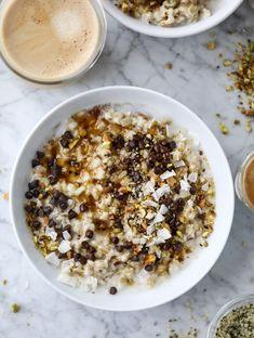 pistachio oatmeal with coconut I howsweeteats.com #oatmeal #pistachio #coconut #chocolate #breakfast