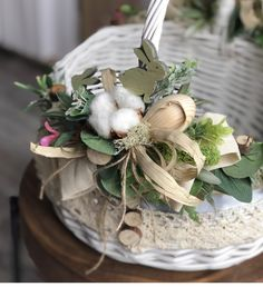 70 Colorful Easter and Spring Decoration Ideas which are Cheerful & Chirpy - Ethinify Easter Bunny Decorations, Easter Wreaths, Easter Colors, Basket Decoration, Easter Crafts, Paste, Rabbits, Creativity, Dolls