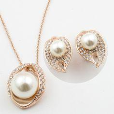 Set bijuterii placate cu aur 18k si perle. www.bodyandbijoux.ro