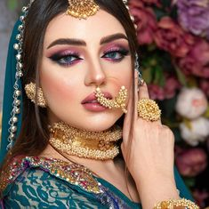 Image may contain: one or more people and closeup Pakistani Makeup Looks, Pakistani Bridal Makeup, Indian Wedding Makeup, Pakistani Wedding Outfits, Indian Wedding Jewelry, Bridal Outfits, Indian Outfits, Pakistani Dresses, Indian Makeup
