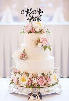 We continue our look at some of the top cake trends of as Jaclyn Campbell of Ivory and Rose Cake Company talks vintage wedding cakes Wedding Cakes With Flowers, Cool Wedding Cakes, Beautiful Wedding Cakes, Beautiful Cakes, Chic Wedding, Floral Wedding, Wedding Ideas, Wedding Colours, Flower Cakes