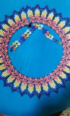 Collar Girasol; hecho con mostacillas checas; Maggi.