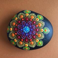 "70 Me gusta, 1 comentarios - Liona Hotta Stones (@lionahottastones) en Instagram: ""#intheprocess #doitfortheprocess #artistsoninstagram #art #mandalart #mandalaart #mandalalove…"""